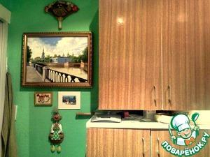 Зелененькая кухня. Фрагмент..   Картину брат из Питера привез в подарок.:)   Мой домовенок вверху...;)