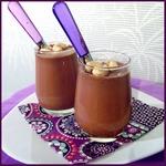 Йогурт шоколадный с орешками