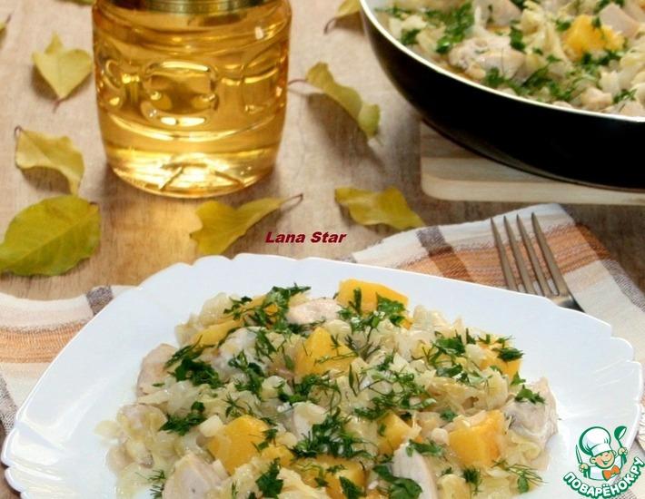 Рецепт: Тушеная капуста с тыквой, яблоком и курицей