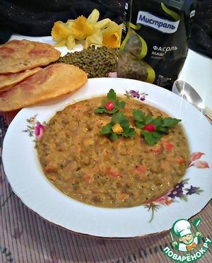 В индии Дал считается центральным блюдом, очень просто готовится и чрезвычайно вкусное. Его принято подавать с лепешками Пури или Чапатти. Для своего блюда я приготовила Пури)