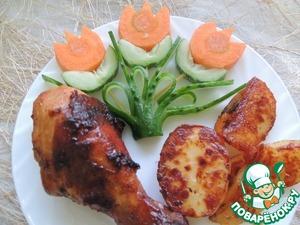 Наша курочка готова. Подаём со свежими овощами и картошкой. Приятного аппетита!