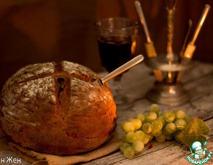 Рецепт: Темный хлеб на пиве с тмином и черносливом