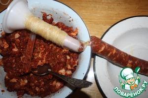 Набиваем колбаски как можно плотнее