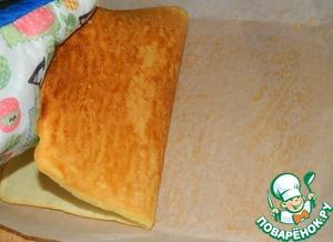 Готовый бисквит отделить от бумаги.