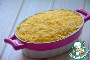 Засыпаем сыром. Убираем в горячую духовку при t-180*, запекаем до румяной корочки. При подаче украшаем зеленью. Приятного аппетита!