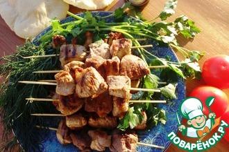 Рецепт: Сувлаки из свинины с соусом Дзадзики