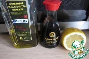 Наши ингредиенты. Можно использовать соевый соус Киккоман с пониженным содержанием соли, у него зеленая крышечка.   Мёд добавляем по вкусу и желанию.
