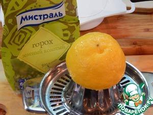 Из половины лимона выжимаем сок и натираем цедру.