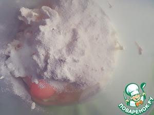 Потом добавить сахарную пудру и яйцо.