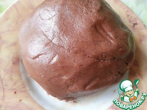From test to tear off a piece, add 2 tablespoons cocoa and knead.