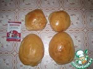 Для приготовления курицы выпекаем булочки (2 поменьше для головы,2 побольше для туловища, 1 для хвоста), гребешок.
