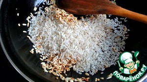 Then add the rest of the rice, stir and cover with water.