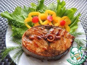 Подаём нашу рыбку с свежими листьями салата и овощами. Приятного аппетита!