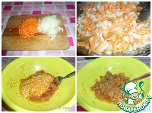 Морковь трем на терке, лук нарезаем. Слегка обжариваем на растительном масле. Эту смесь горячей добавляем к куриному филе. Перемешиваем.