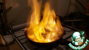 Пока наш гребешок эффектно полыхает, мы уже готовим ингредиенты соуса :)