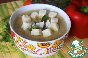 Куриное филе нарезать небольшими кубиками, белый хлеб нарезать квадратиками, сбрызнуть оливковым маслом и подсушить в духовке. В чашу для супа налить суп-пюре, в центр положить немного курочки, вокруг разместить сухарики, посыпать рубленой зеленью петрушки.