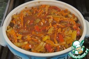 Залить соусом и потушить до готовности.