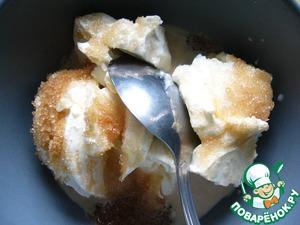 Смешать сливочный творожный сыр, молоко, ванилин и коричневый сахар до однородности