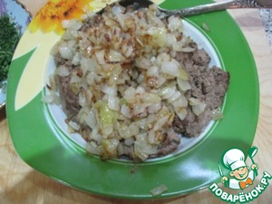 On this same pan fry the second chopped onion. Spread to the liver.