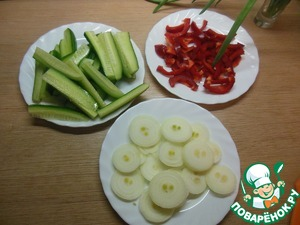 Onions cut into rings, cucumber long strips, long pepper pieces.