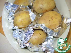 Potatoes well washed with a brush, wrap each in foil and bake at 200 degrees for 25 minutes. Then each potato if desired, peel and cut into 6-8 lengthwise slices. You can sear the slices in the oven for 5-7 minutes while convection at 200 degrees.