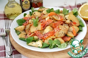 """On lettuce put the fish and cauliflower and apples, mix well.  Garnish with sesame seeds and serve.  The idea of a recipe journal """"Khlebsol"""""""