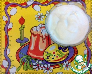 Пока наши пасхальные куличи остывают, приготовим глазурь. В яичный белок добавляем лимонный сок, сахар и тщательно взбиваем миксером до загустения, примерно минуты 4.