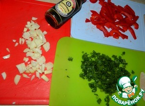 Chop the onion, parsley and sweet peppers.