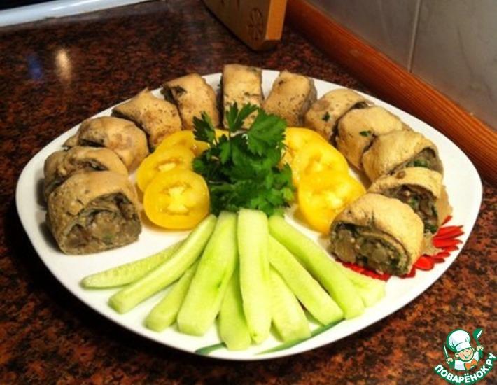 Рецепт: Роллы из яичных блинчиков с баклажанами