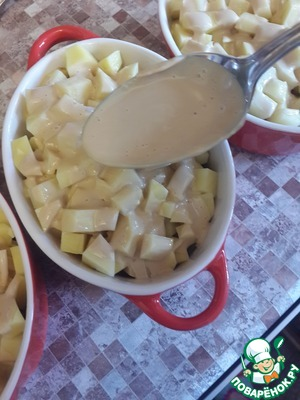 Этой заливкой поливаем картошку сверху
