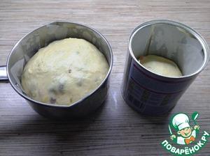 Выкладываем в форму, смазываем верхушки растительным маслом и оставляем еще минут на 20-30 пока тесто не поднимется в 2 раза. Я разделила на три части. Одну в ковш, объемом 1 литр, и две в баночки от детского питания.
