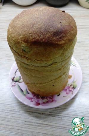 Два кулича можно посыпать сахарной пудрой или глазурью и съесть с маслом. К сожалению в разрезе не сфотографировала, простите. Один кулич, весом 350-400 гр оставляем.
