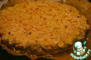 Наш кварккухен готов. Небольшой совет: дайте немного остыть пирогу после того, как достанете его из духовки. Масса слегка уплотнится и можно смело разрезать на кусочки. Или сначала нарежьте, а спустя некоторое время подавайте к столу.    Приятного аппетита! :)