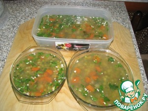 Put in the fridge (after cooling). at night, in the morning, the dish is ready. Like any aspic-aspic can be stored in the refrigerator up to a week, and given. the fact that we have lean meat and vegetables, again, treated our dish to remain until Easter.