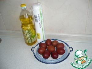После того, как яйца сварились, я их смазываю подсолнечным маслом для блеска.