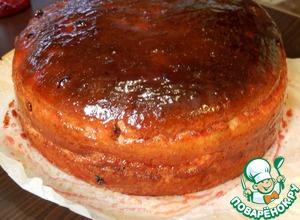Горячим торт вынимаем из формы, обмазываем джемом. Даем остыть.