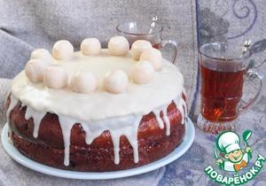 Для глазури растапливаем шоколад с маслом на водяной бане и поливаем торт оставив немного глазури. Убираем торт в морозилку минут на 5-10. Скатываем шарики из марципана 11 шт. Достаем торт и выкладываем шарики на верху торта. На каждый немного капаем глазури.