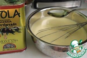 Добавляем 6 столовых ложек оливкового масла. Перемешиваем.