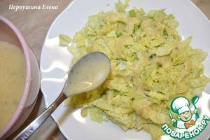 разложить на тарелках, полив соусом.