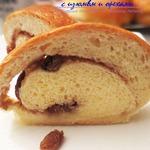 Рулет с начинкой из изюма и грецких орехов