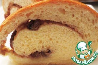 Рецепт: Рулет с начинкой из изюма и грецких орехов