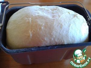 Поднявшееся тесто невероятно пластичное, мягкое и ароматное. Из этого количества получается 1 большой чурек или 2 средних.
