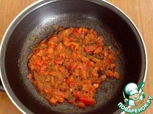 Помидоры нарезать небольшими кубиками. В сковороду налить немного растительного масла, положить помидоры и мелко нарезанный укроп. Тушить 10 минут.