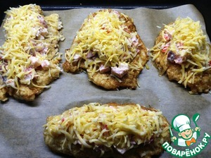 Sprinkle top with grated cheese and bake it in the oven for 15-20 minutes bake at a temperature of 200C, until Golden brown cheese.