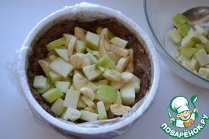 Заполнить фруктами ореховую основу.