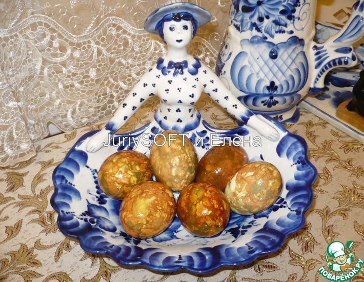 Рецепт: Яйца пасхальные в луковой шелухе Мраморные