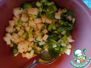 Для начинки - режем кубиками сыр и рубим зелень