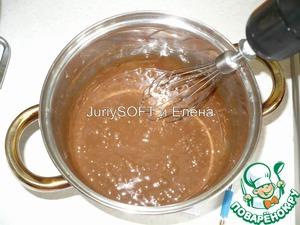 Когда шоколад растаял, то эту шоколадную массу я перемешиваю с помощью миксера до однородной консистенции. Глазурь убираю в холодильник на 15 мин., чтобы она немного загустела.