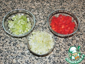 Chop the onion and lightly fry in a small amount of vegetable oil. Add diced celery and pepper and fry together for another 5-7 minutes.