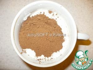 Как и для первого бисквита я в отдельную кружку отмерила нужное кол-во муки добавила туда соду и какао.